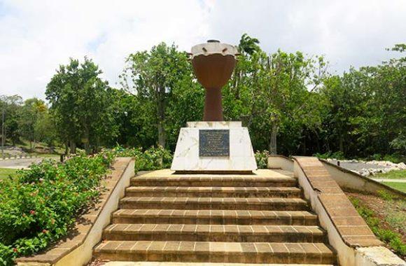 Monument de la flamme éternelle, Petit-Canal